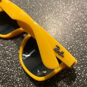 Vintage 😎 yellow Ray Ban Wayfarers